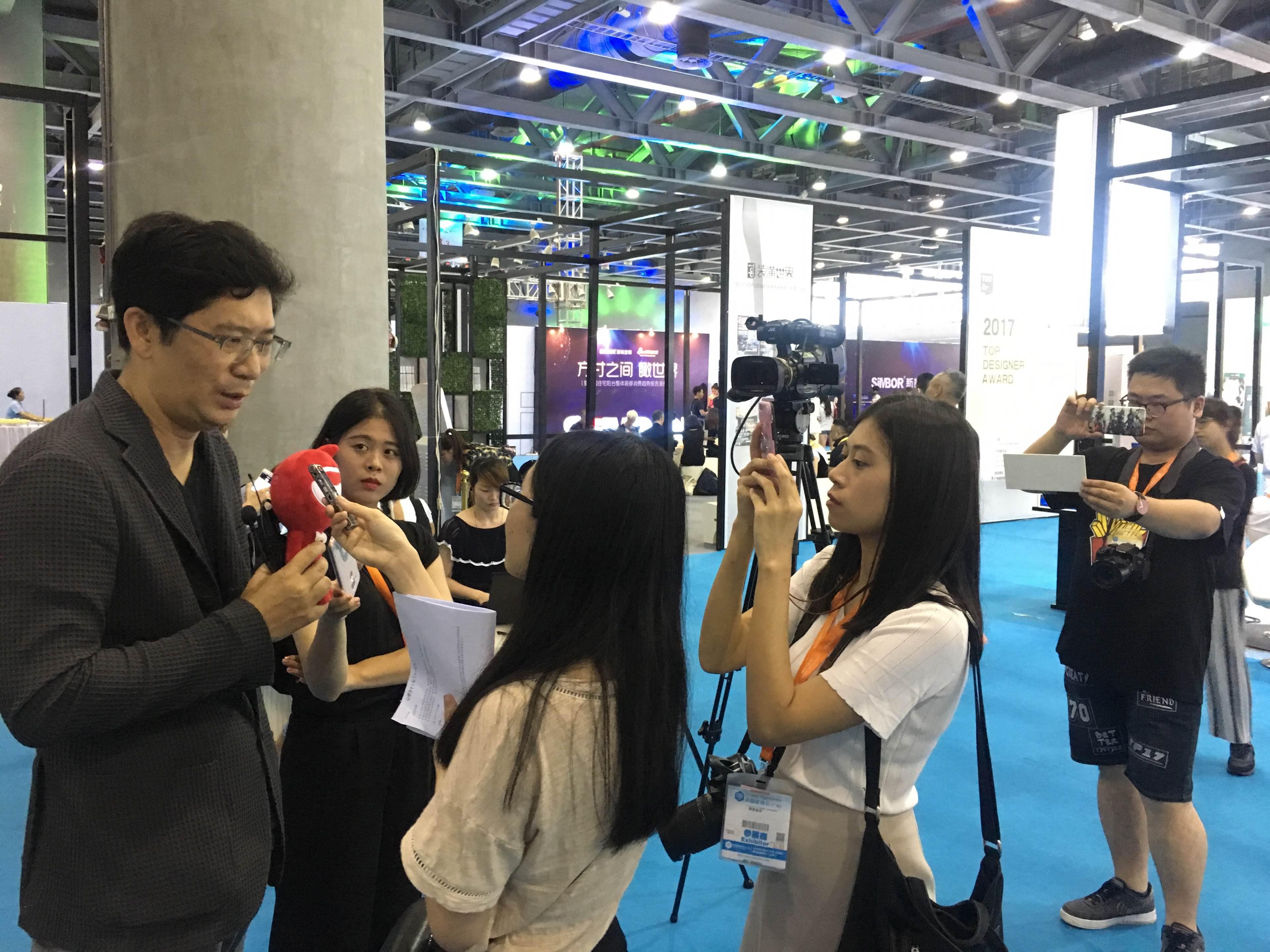 姜峰接受采访